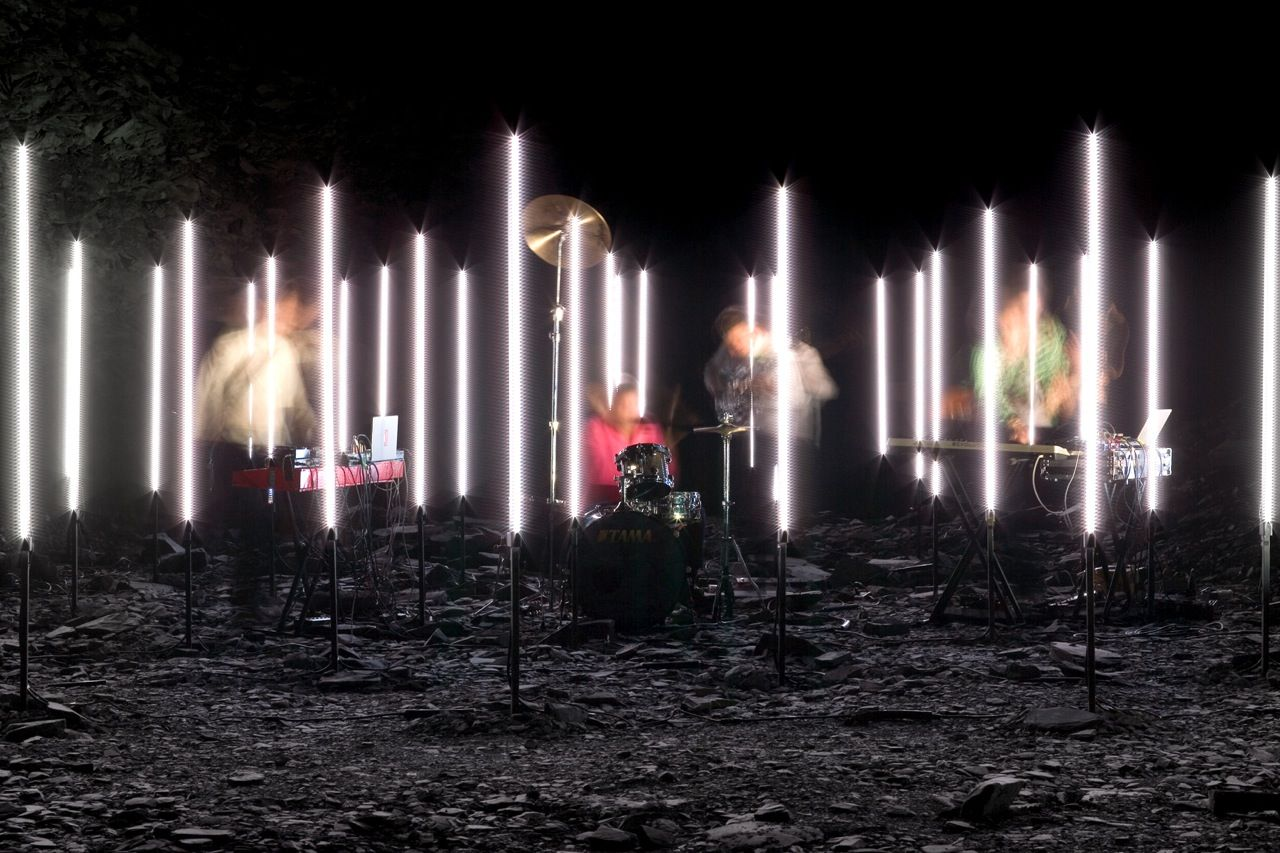 To Create A Music Video For The Band Battles Uva Positioned A Triangular Grid Of Vertica United Visual Artists Everything Is Illuminated Stage Lighting Design