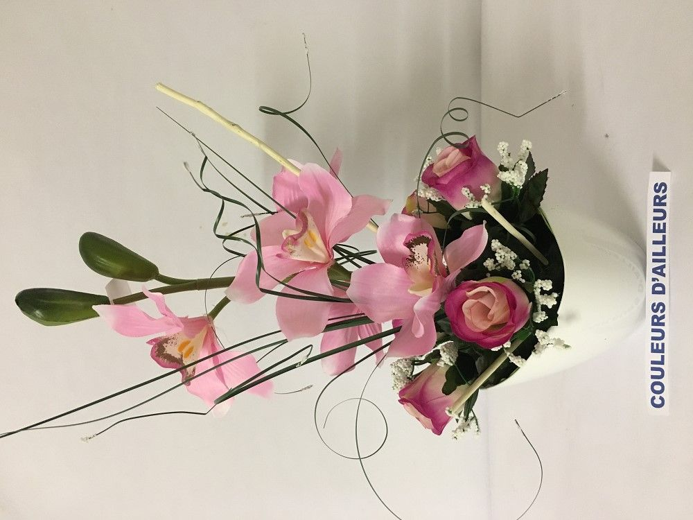 Pot blanc avec composition florale artificielle d 39 orchid e rose et gypsophile orchidee - Comment faire composition florale avec mousse ...