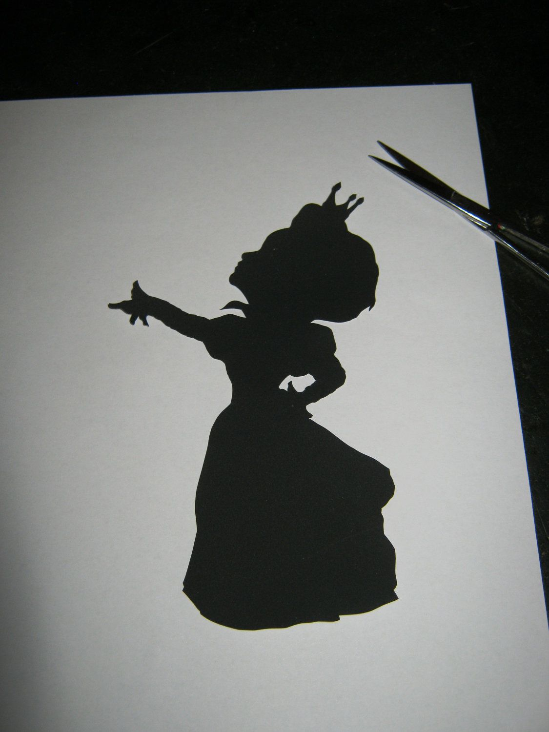 The Red Queen (Alice in Wonderland) Silhouette | Red queen ...