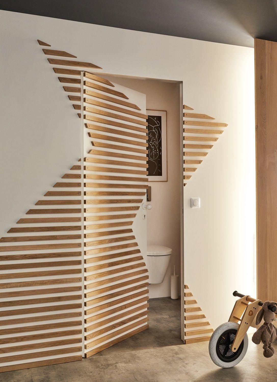Des Tasseaux Pour Decorer Le Couloir Leroy Merlin Deco Porte Interieure Design De Mur Deco Murale Bois