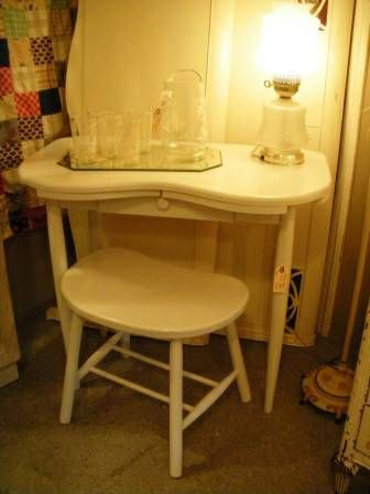 Cute Little Kidney Shaped Vanity Painted Vanities Furniture Makeover Re