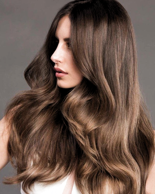 Altin Kahve Sac Rengi Ile Isildayan Saclar In 2020 Hair Hair