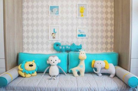10760a9cf7 Kit cama babá tema selva moderno e colorido. Estampa chevron cinza ...