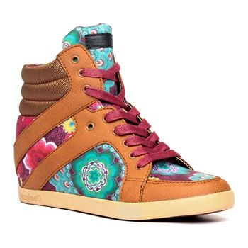 c4c58f06868935 Baskets compensées camel - Desigual | Things I want for Christmas ...