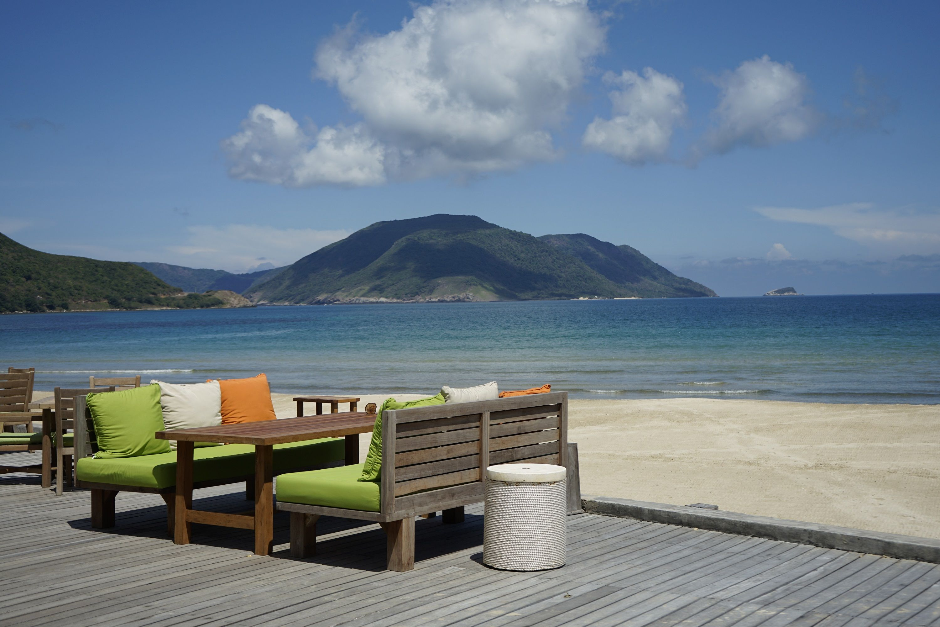 By The Beach Restaurant Six Senses Con Dao Restaurant On The Beach Luxury Beach Resorts Vietnam Hotels