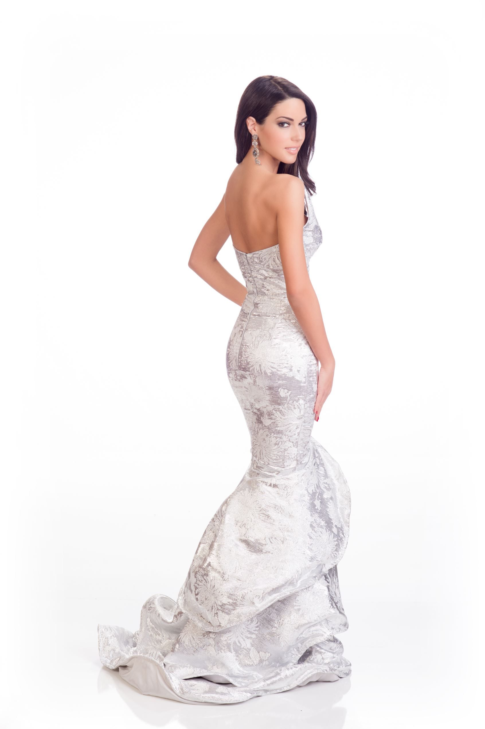 Ismini Dafopoulou, Miss Greece, looks like a goddess in her white ...