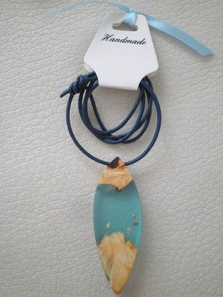 Statement Ketten - Halskette mit Anhänger * Holz und Harz * - ein Designerstück von Luminis-Anisoara bei DaWanda