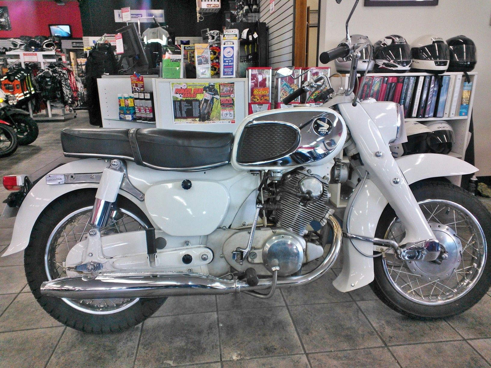 What A Great Vintage Motorcycle A 1967 Honda 305cc Dream Show Bike With Only 1 200 Miles On It Kell Honda Motorcycles Vintage Honda Motorcycles Honda Bikes