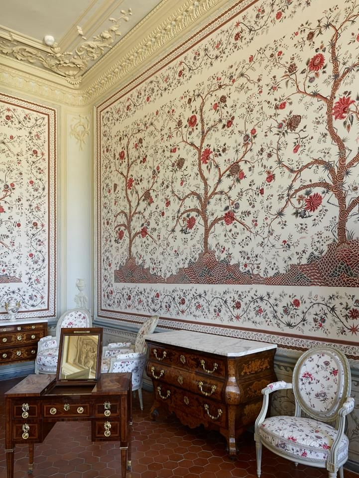ch teau borely in marseille braqueni with le grand genois pattern french interiors french. Black Bedroom Furniture Sets. Home Design Ideas
