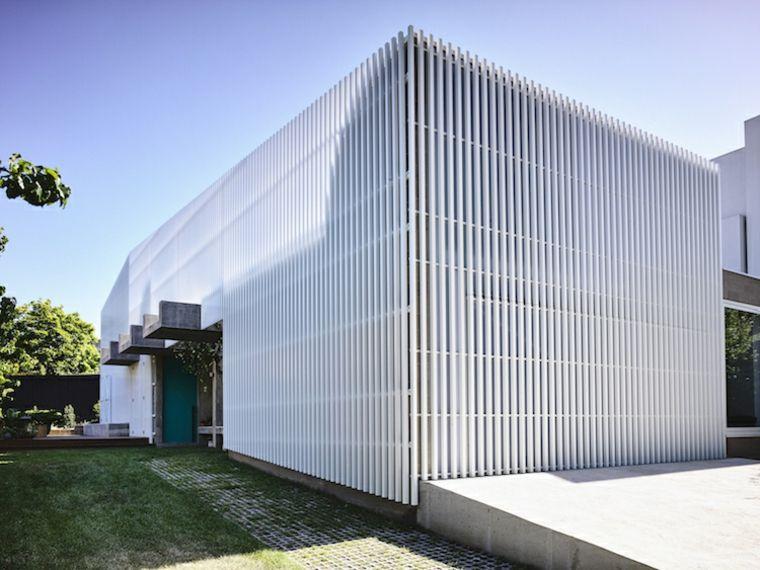 Cemento y aluminio para una fachada de estilo contemporáneo - fachadas originales