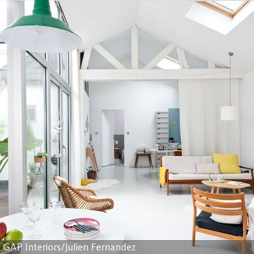 Geräumiges Wohnzimmer mit Dachschrägen geräumiges Wohnzimmer - wohnzimmer modern hell