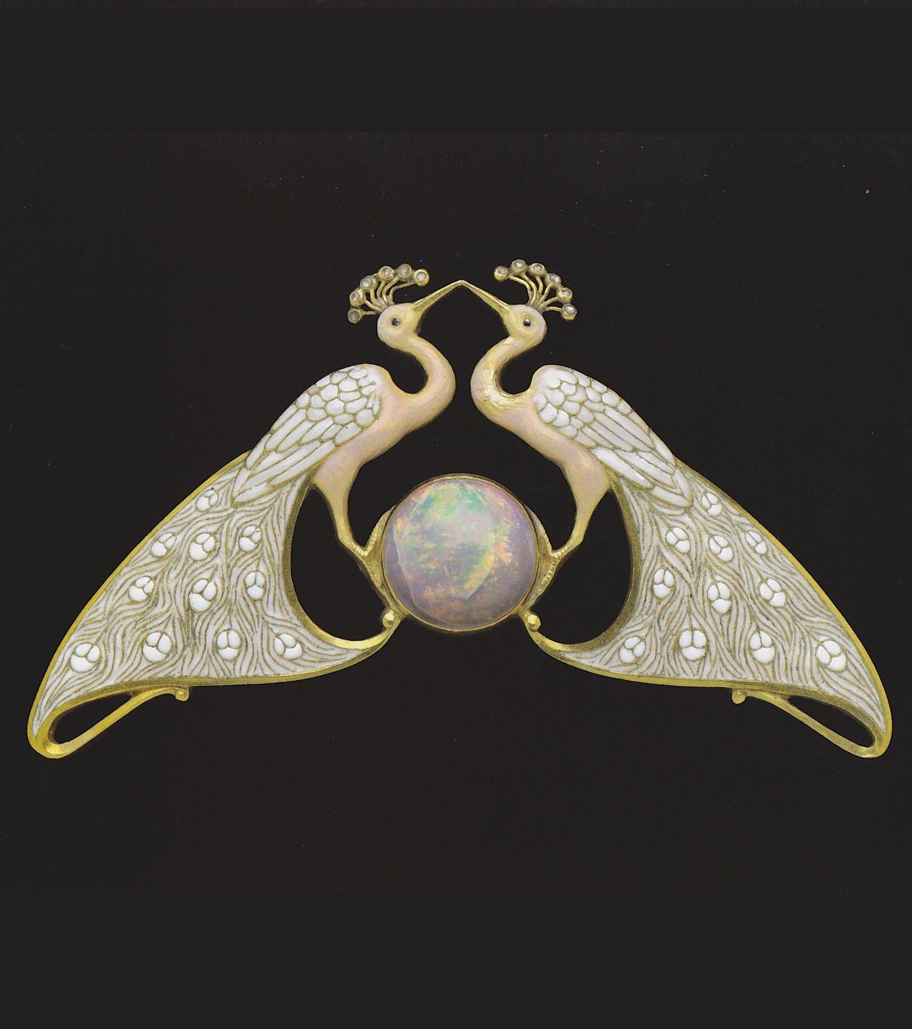 An Art Nouveau double peacock pendant, by Eugène Feuillâtre. Gold, enamel, diamond and opal. #ArtNouveau #Feuillatre #Feuillâtre
