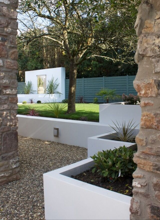 Maybe They Are Too Modern But I Like The Look Of The Concrete Square Retaining Walls Modern Landscaping Modern Landscape Design Backyard Landscaping