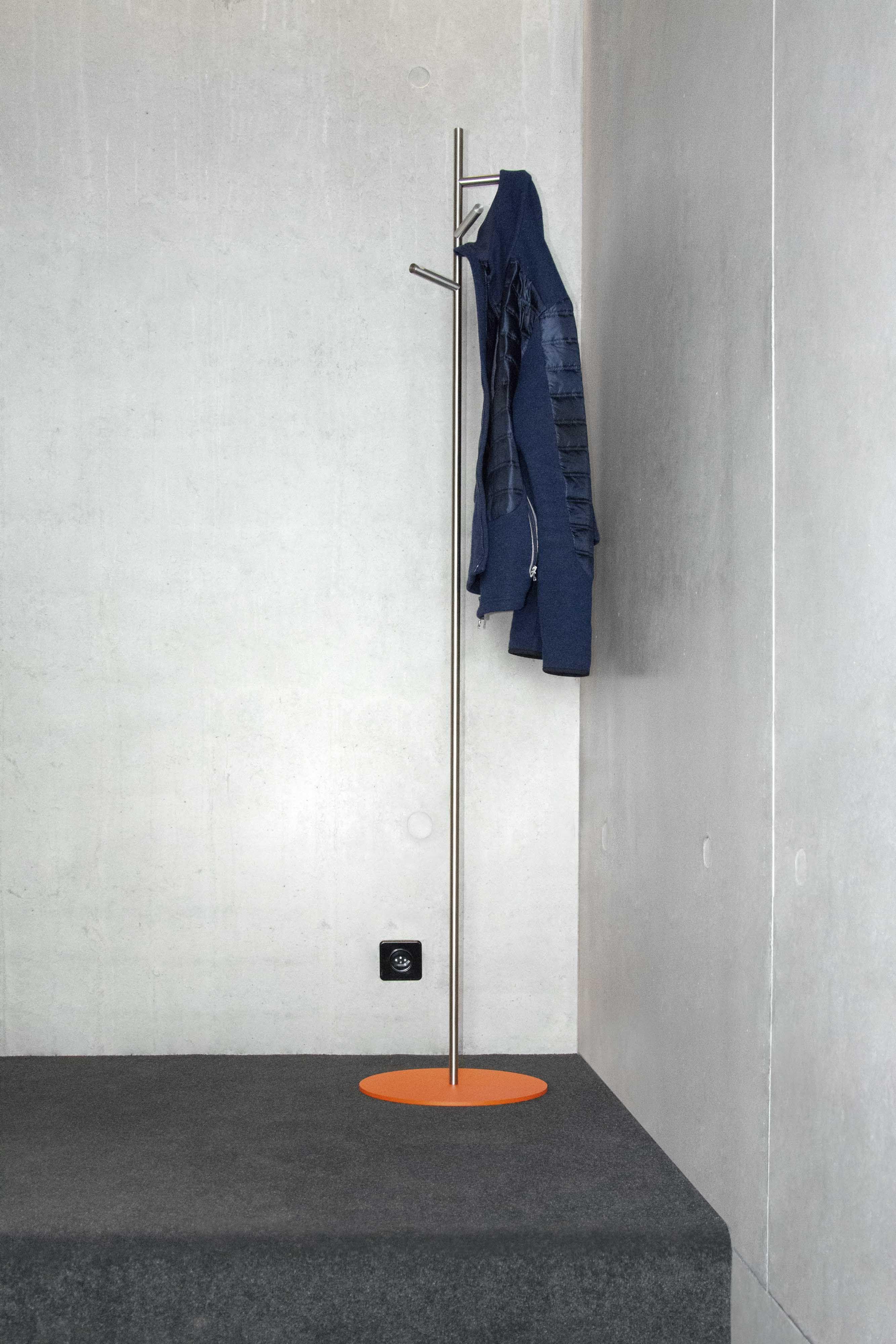 Bauhausfarben An Unseren Edelstahlprodukten Kleiderstander