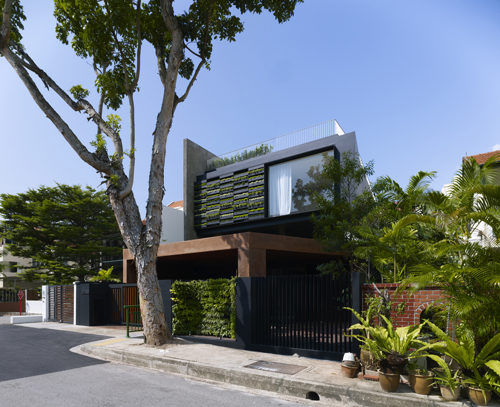 Image 1 of 20 from gallery of Maximum Garden House / Formwerkz Architects. Photograph by Jeremy San