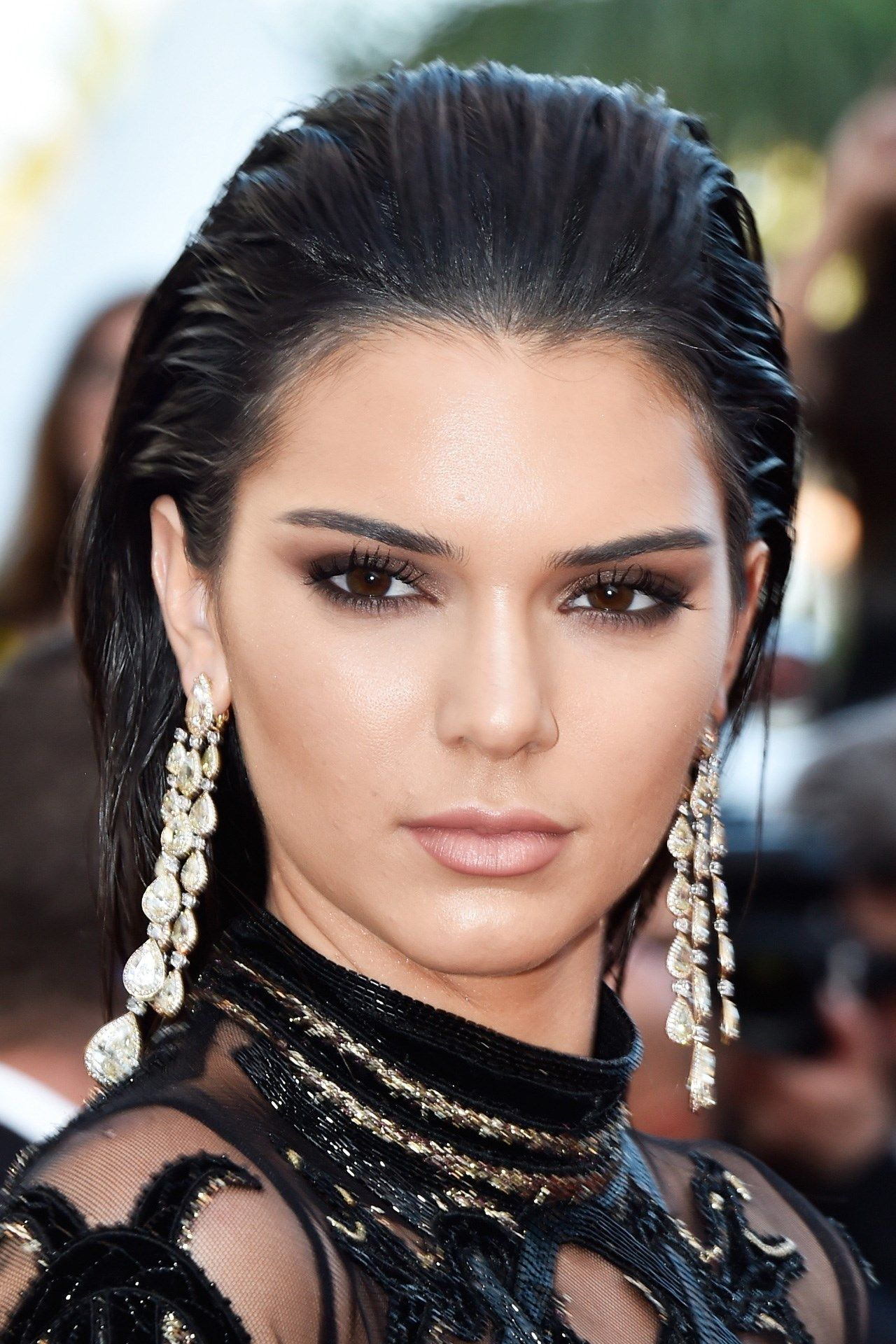 Kendall Jenner paired metallic smoky eyes with sculpted skin on the red carpet, whilst her hair was swept back from her face in a wet-look style.