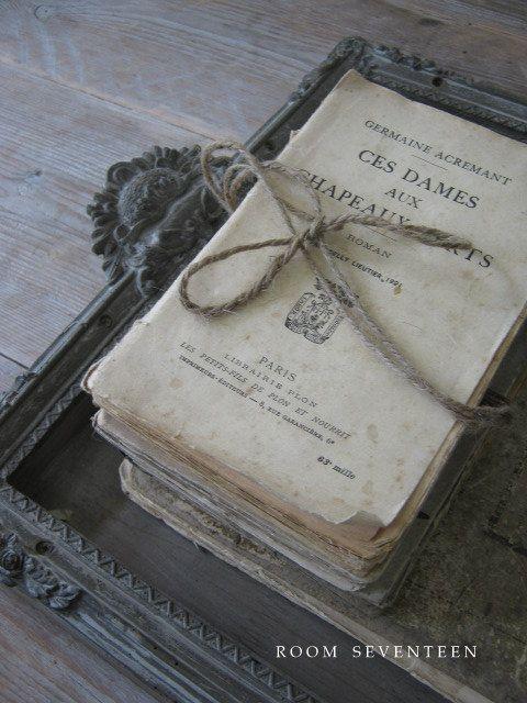 pingl par fenny trimb sur les femmes qui lisent sont dangereuses pinterest lettres livre. Black Bedroom Furniture Sets. Home Design Ideas