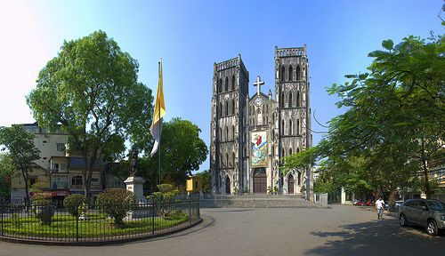 http://www.deluxegrouptours.com/hanoi-capital/ Large church - Ha Noi