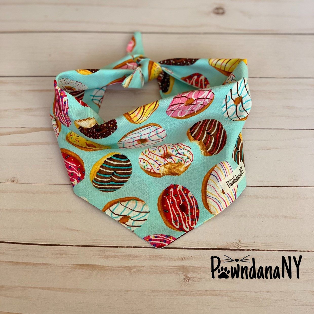 ****DISCOUNT CODE: PINTEREST10**** Dog Bandana, Donuts Pawndana, Dog Bandana, Cat Bandana, Fabric Bandana, watermelon Dog Bandana, Dog Tie Bandana, Donuts Bandana #pets #donutbandana #dogbandana #dogwhitebandana #catbandana #dogcollar #dogtiebandana #tiebandana #dogneckwear