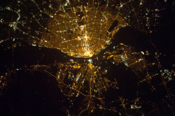 St Louis Missouri Usa At Night As Seen From Space By Yuri Malenchenko Aboard The International Space Station St Louis Louis Missouri