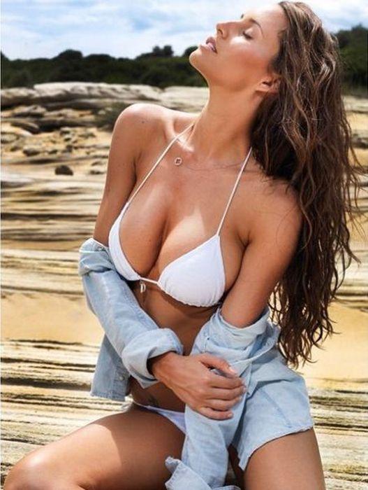 Bikini babe on highway