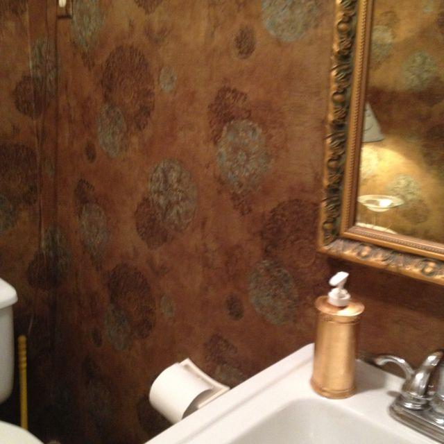 Bedroom Accent Wallideas: Small Bath Medallion Wallpaper At Http://lelandswallpaper