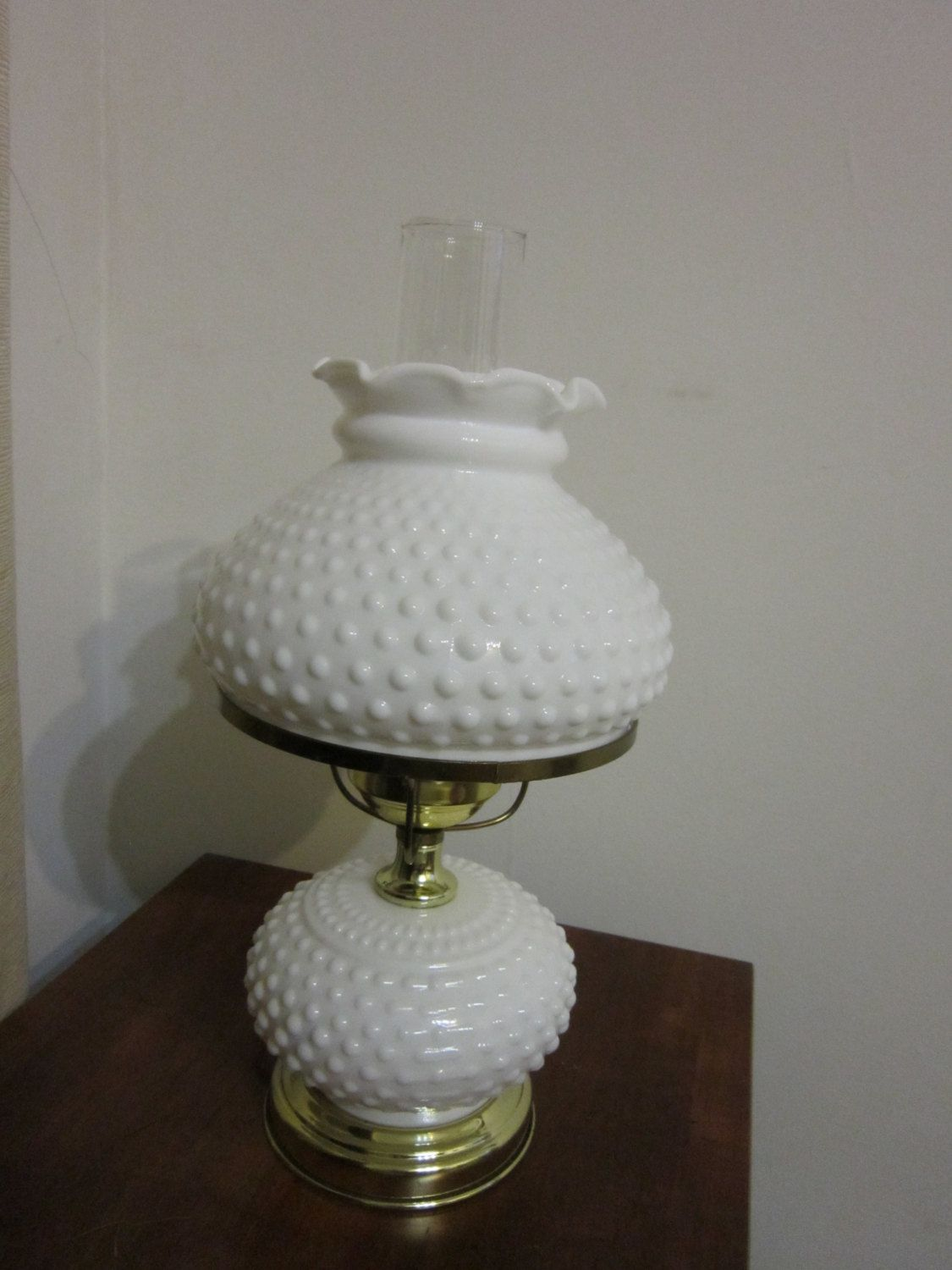 Underwriters Laboratories Inc Hobnail White Milk Glass Table Lamp