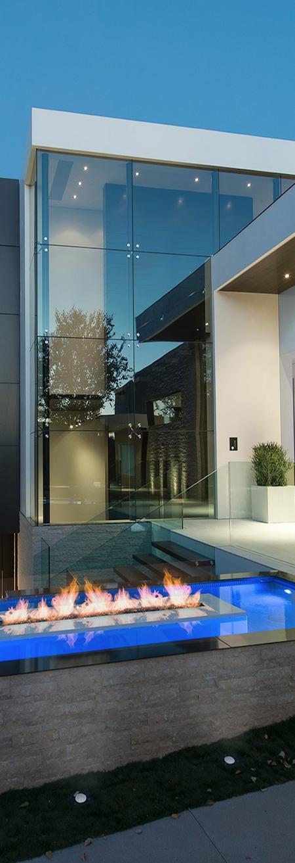 De design woning en strakke tuin vullen elkaar prachtig aan. Knap staaltje werk van Whipple Russel Architects. #design #inspiratie