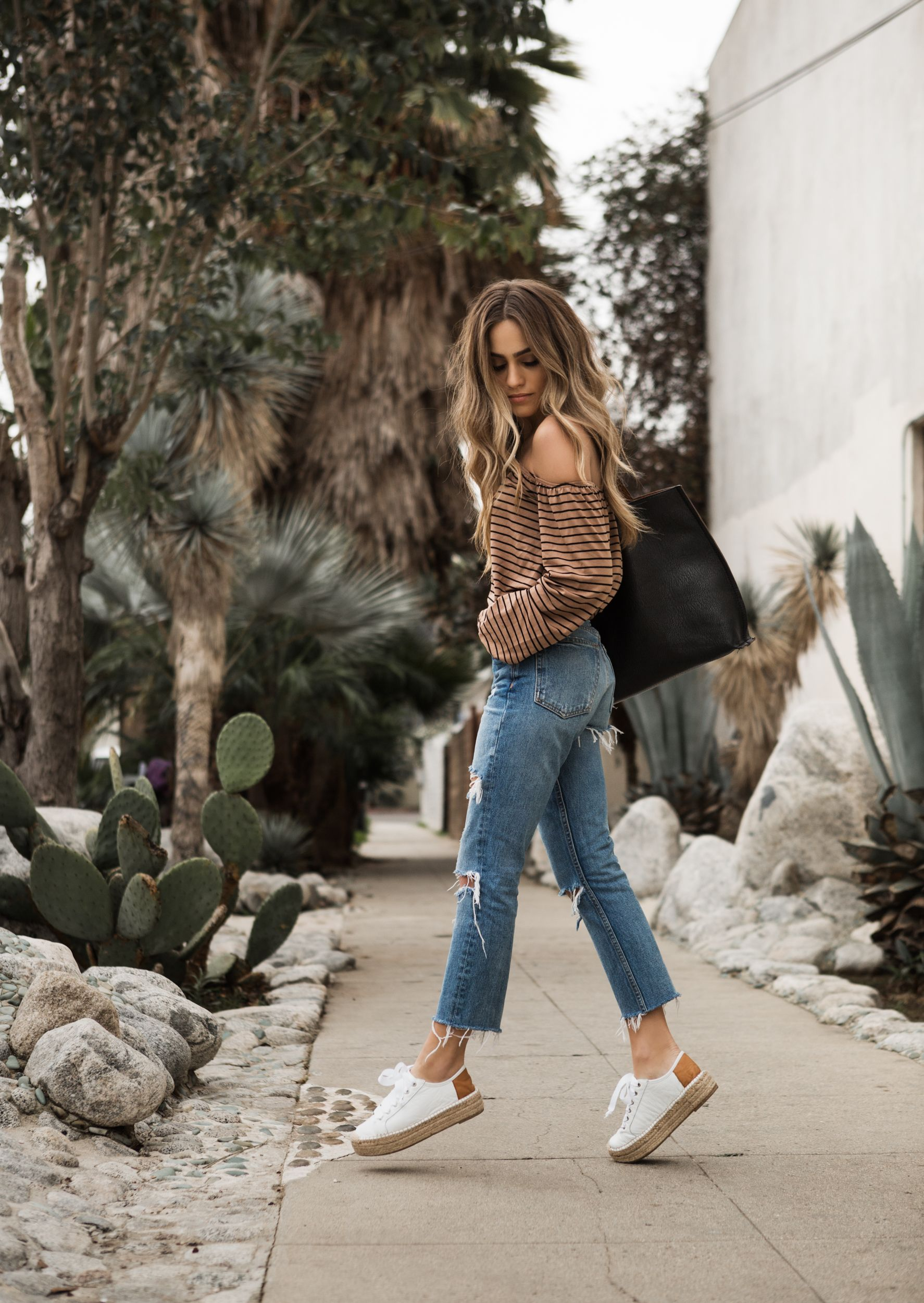 Easy summer weekend outfit via Claudia Graziano