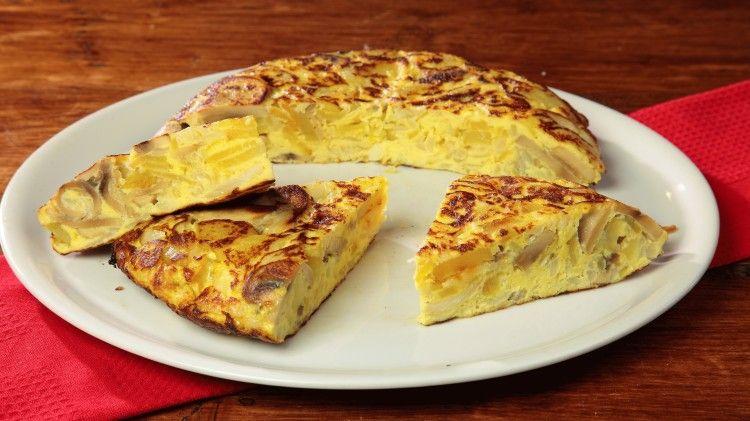 Ricetta Tortillas Patate E Cipolla.Tortillas Di Patate Funghi E Cipolle In Stile Spagnolo Ricetta Ricette Tortillas Patate