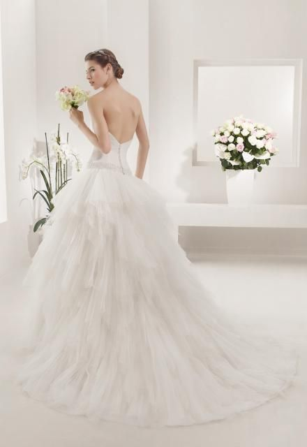 Arabella Lux Esküvői Ruhaszalon Prisca - Back  ab85c9241c