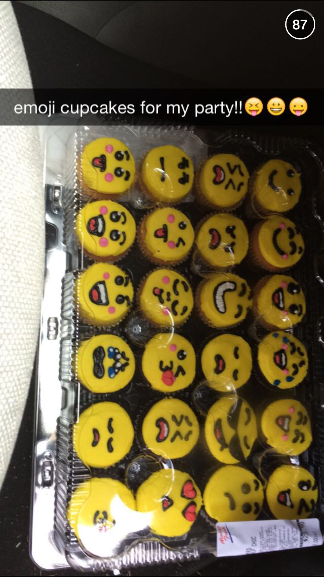Emoji cupcakes for a neon glow party. Teen Party | Birthday Bonanza ...