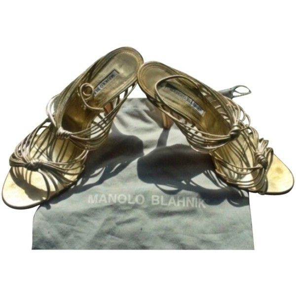 Pre-owned Manolo Blahnik Sex In The City Gold Formal Shoes ($105) ❤ liked on Polyvore featuring shoes, gold, stretchy shoes, formal shoes, open toe slingback, slingback shoes and low shoes