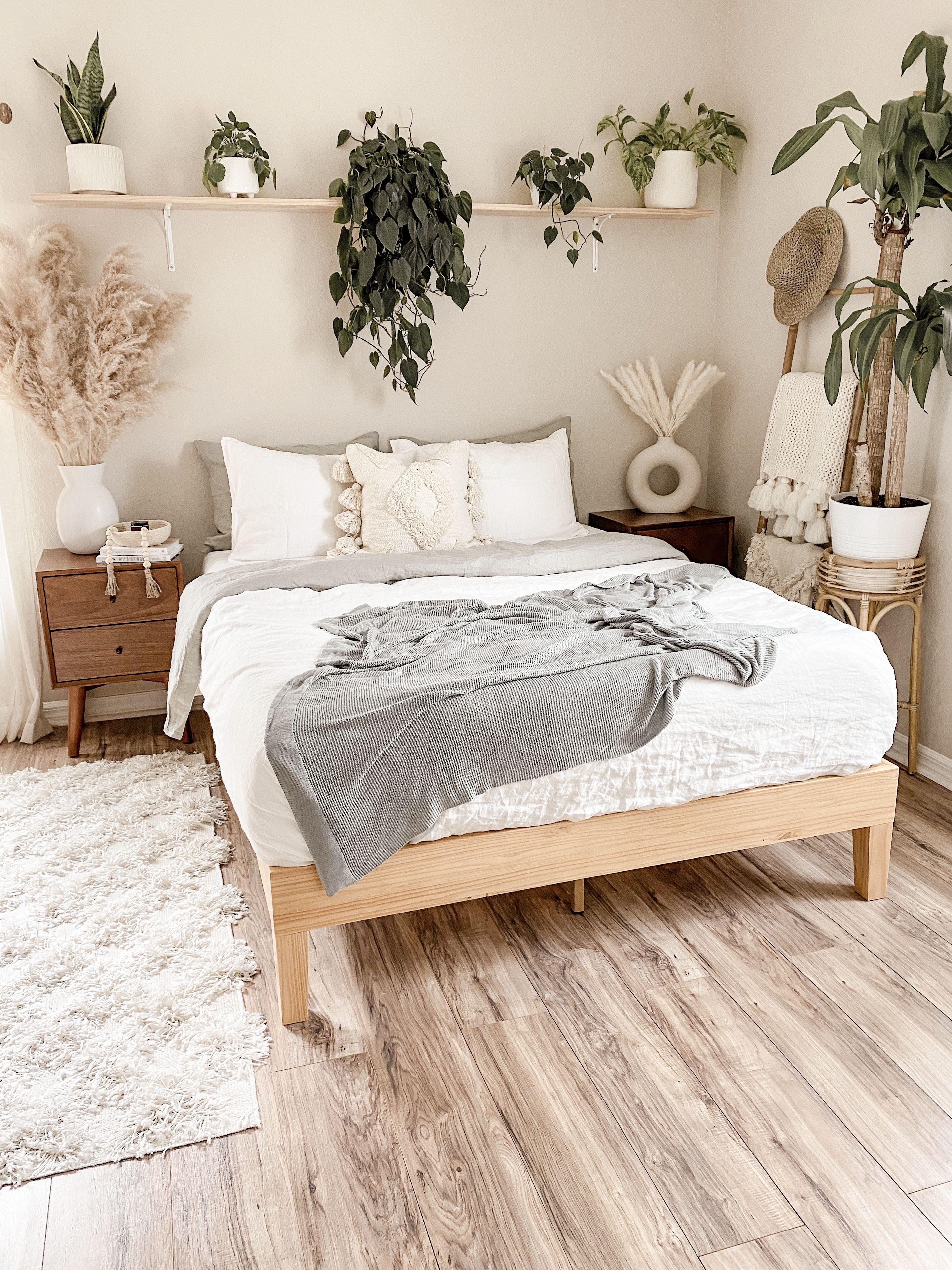 Moiz Deluxe Wood Platform Bed Frame styled by @rachelkathleenhome