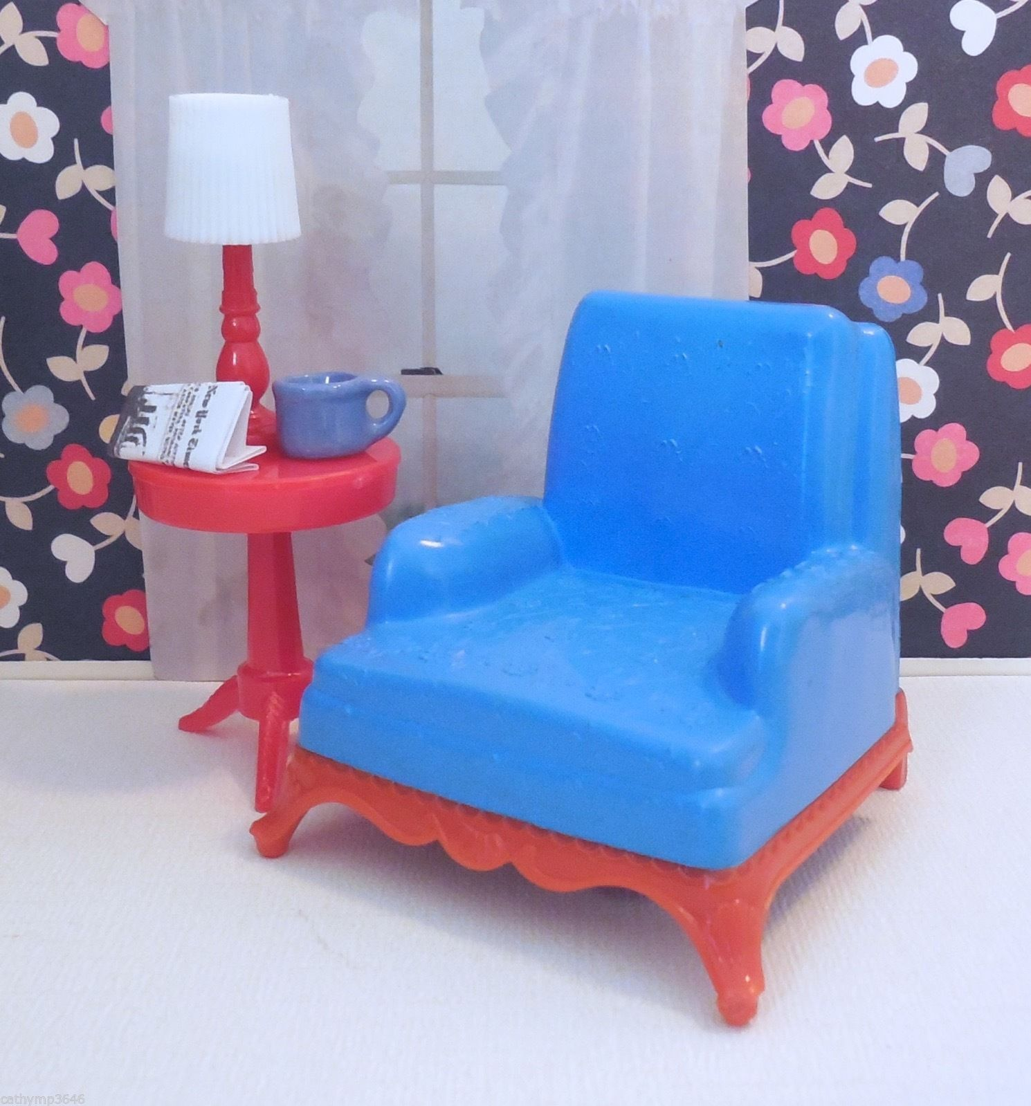 Renwal CLUB CHAIR W/ ROUND TABLE Vintage Dollhouse Furniture Ideal Plastic 1 :16