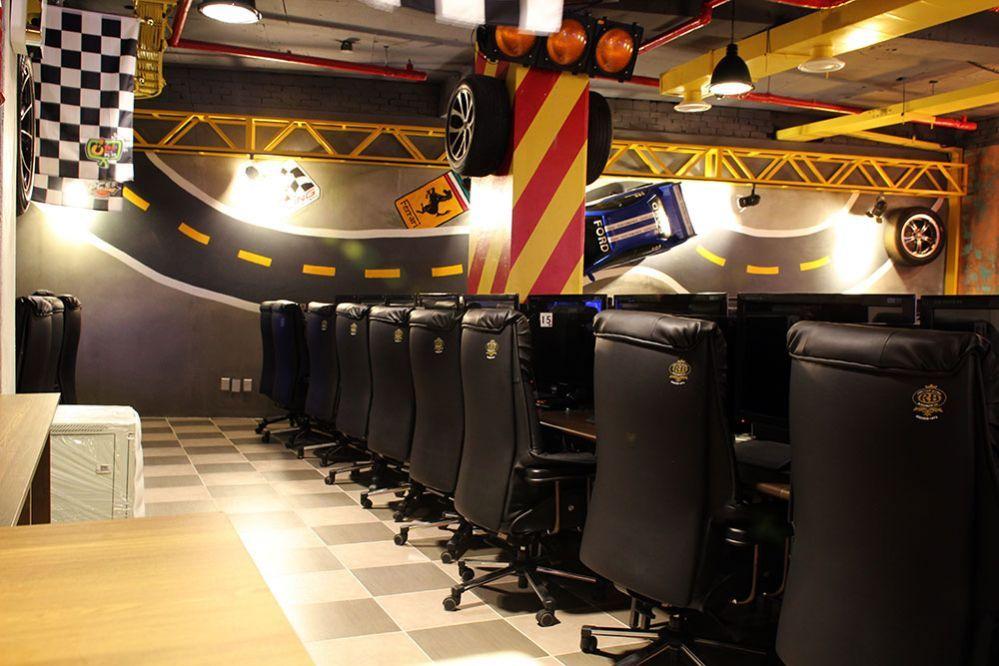 Internet Cafe With Images Cyber Cafe Cafe Design Internet Bar