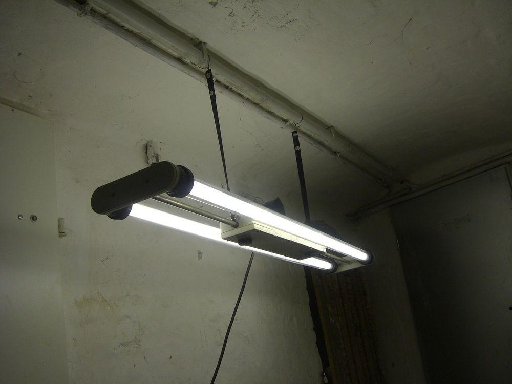 Spectacular Industriedesign Neonlampe Fabriklampe Industrielampe alte Alu Lampe Bakelit er