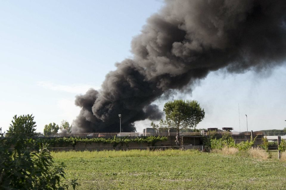 Sorpreso a bruciare rifiuti, arrestato PHILIS Atuaful a cura di Redazione - http://www.vivicasagiove.it/notizie/sorpreso-a-bruciare-rifiuti-arrestato-philis-atuaful/
