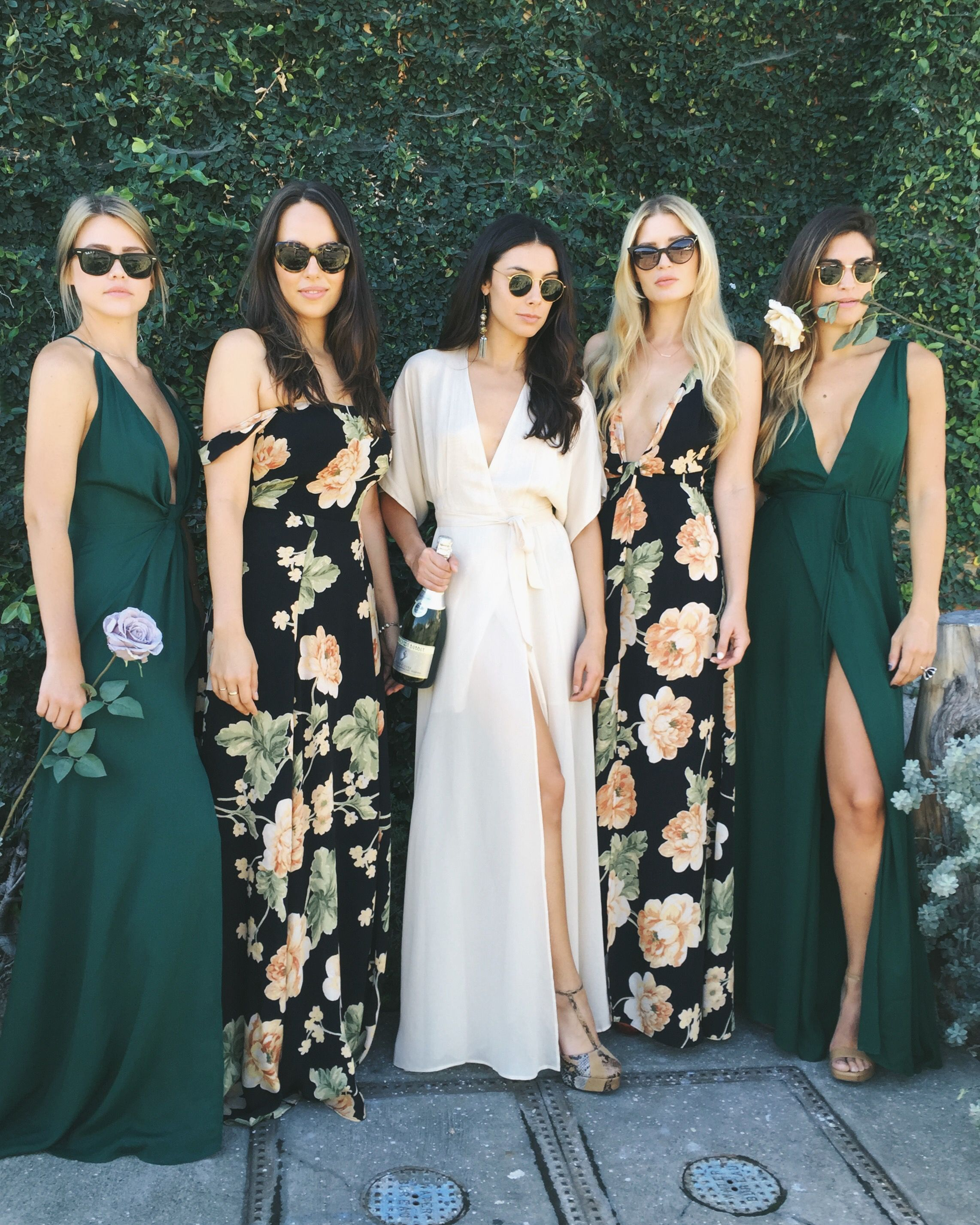 f5bf91ec33c3d Chicas usando vestidos florares Print Bridesmaid Dresses, Forest Green Bridesmaid  Dresses, Green Bridesmaids,