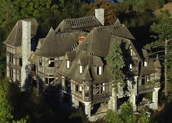 Abandoned carleton villa in ny beautiful abandoned for Abandoned mansions in new york for sale