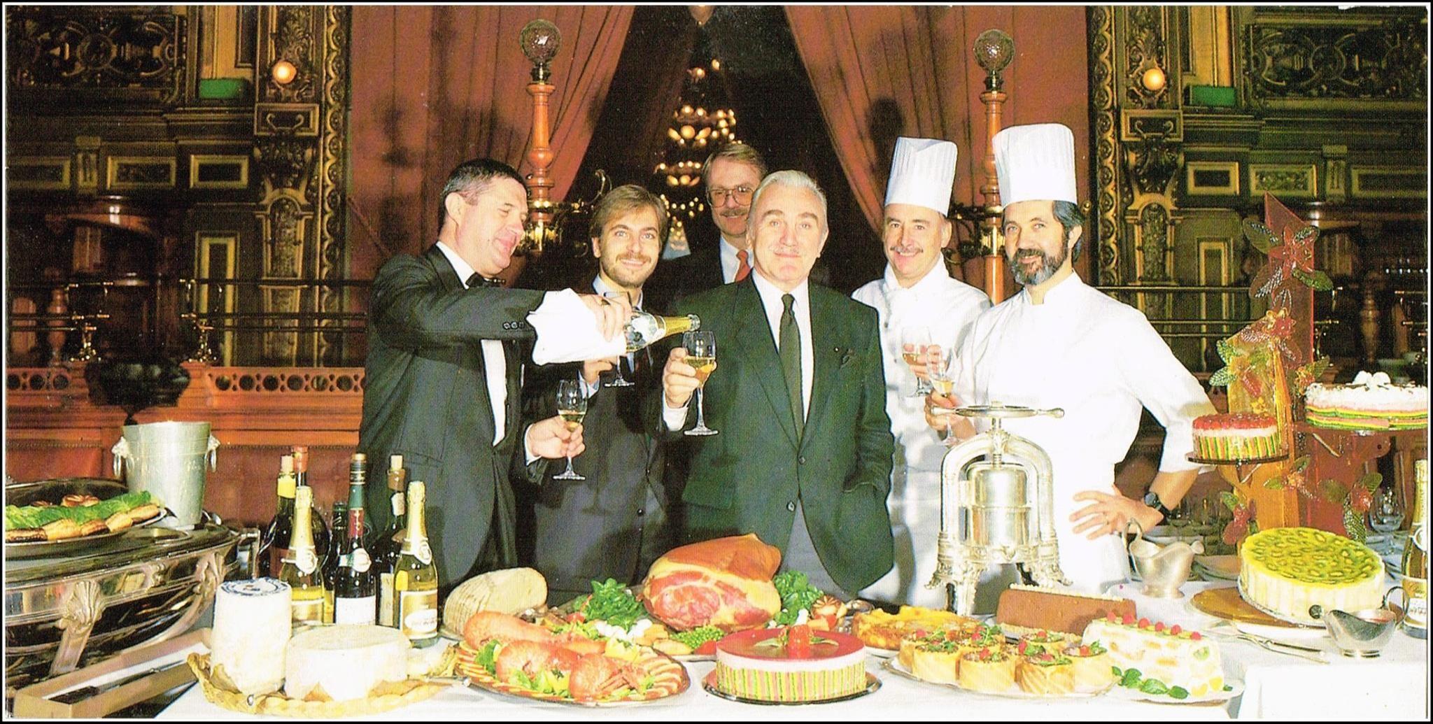 1988. Carte de voeux Le staff du restaurant Le Train Bleu