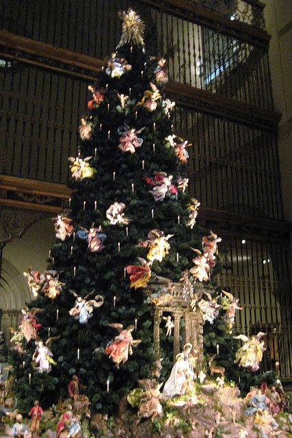 Nyc Metropolitan Museum Of Art Annual Christmas Tree And Neapolitan Baroque Creche By Wallyg V Christmas Tree Christmas Tree Nyc Beautiful Christmas Trees