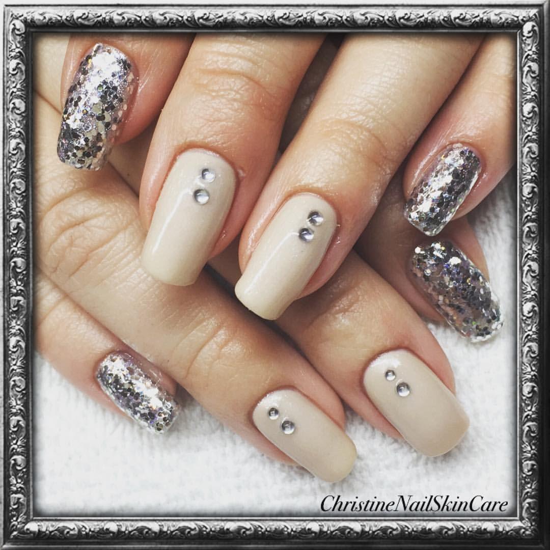 #egennagel#naglar#nagel#nail#nails#cuccio#cuccioveneer#bokadirekt#nailskincare #rådhusesplanaden13#umeå#christinenailskincare