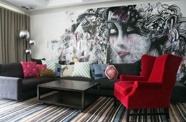 ideen zur wandgestaltung tapete-wohnzimmer-abstrakt-frauengesicht - wohnzimmer ideen pink