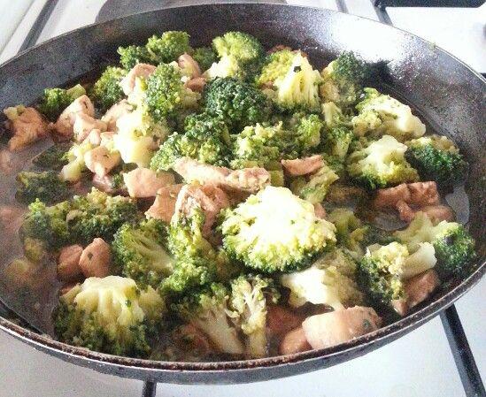 Poêlée de poulet aux brocolis