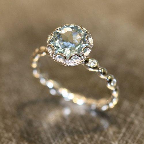 roldam:  (via Bloemen Aquamarine Engagement Ring in 14 k White deur LaMoreDesign)