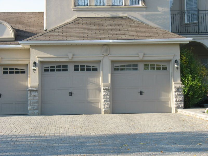 Exterior Stucco Trim molding and keystones over garage doors | exterior house