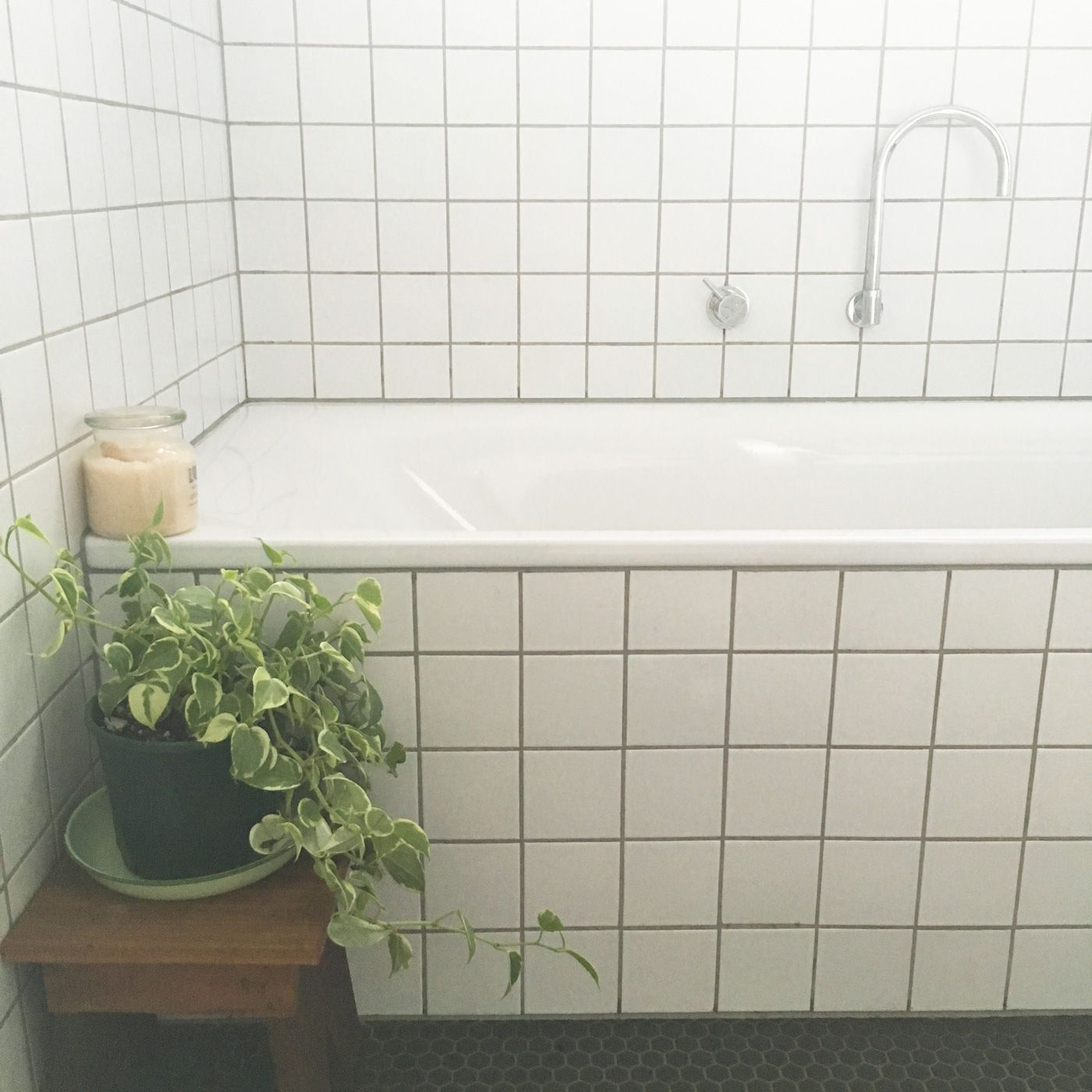 100x100 white tiles with grey grout | Bathrooms | Pinterest | Grey ...
