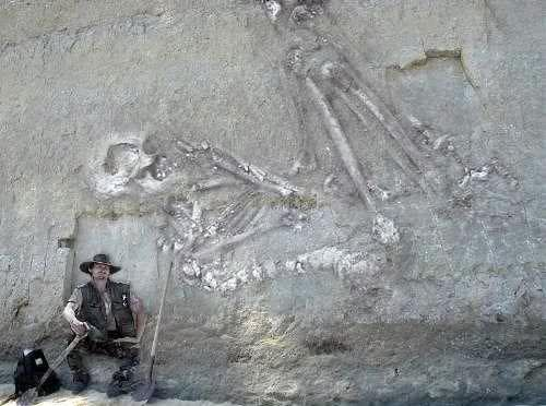 Recent gas exploration activity in the south east region of the Arabian desert uncovered skeletal remains of a human of phenomenal size. This region of the Arabian Desert is called the Empty Quarter , or in Arabic, 'Rab-Ul-Khalee'.