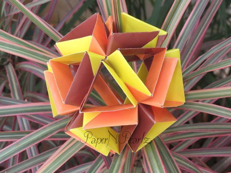 A 30-unit #modularorigami  #origami #modular #TomokoFuse #origamipaper #paperart #paperfolding #origamilove #paperartist #handcrafted #papernpearlz #origamiart #origamiindia